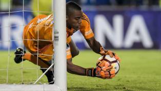 No futebol moderno, um goleiro com 1,81m é considerado baixo. Mas isso não impede que o venezuelano Wuilker Fariñez tenha negociação para defender o...