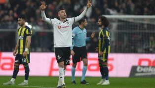 Beşiktaş'ta geçtiğimiz sezonun devre arasında kadroya katılan Burak Yılmaz, beklentileri bir hayli aşaraksiyah-beyazlı ekibişampiyonluk yarışında tutan...