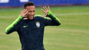 ब्राज़ीलियन स्टार नेमार ने कई दफाक्रिस्टियानो रोनाल्डो को अपना आइडल बताया है और ब्राज़ील के साथ ट्रेनिंग में वह पुर्तगाली स्टार के सेलिब्रेशन की नक़ल करते नज़र...