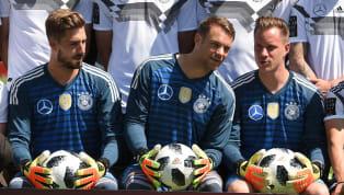 Manuel Neuer a remis gentiment à sa place Marc-André ter Stegen, qui s'était confié sur sa frustration d'être la doublure du gardien munichois en sélection....