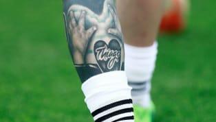 Viele Fußballspieler haben heutzutage viele Tätowierungen. Auch der aktuell Größte von ihnen,Lionel Messi,kann sich dieser Mode offensichtlich nicht...