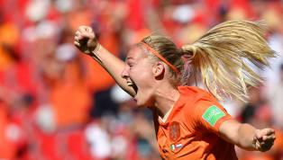 ทีมฟุตบอลหญิงทีมชาติ เนเธอร์แลนด์ กรุยทางสู่รอบรองชนะเลิศศึกฟุตบอลโลกหญิงได้เป็นครั้งแรกในประวัติศาสตร์หลังรัวยิงสองประตูในครึ่งหลังช่วยให้เอาชนะ...