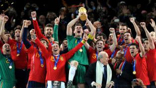 La presencia del guardameta madrileño es indiscutible. Hasta ayer el futbolista con más internacionalidades en la historia de la Selección Española, líder del...