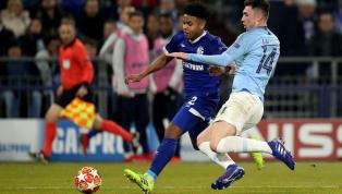 Mit 20 Jahren ist er bereits ein gestandener Bundesligaspieler und elementarer Bestandteil der Mannschaft von Schalke 04, und das schon seit zwei...