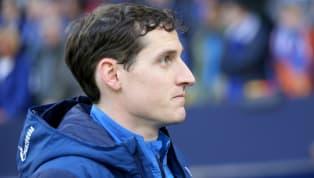 Nach der 0:7-Klatsche gegen Manchester City wurde Schalke-Coach Domenico Tedeso entlassen. Die beiden KlubikonenHuub Stevensund Mike Büskens übernahmen....