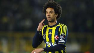 Fenerbahçe'nin eski oyuncularından Cristian Baroni, 55 yaşına giren eski teknik direktörü Aykut Kocaman'ın doğum gününü kutladı. Brezilyalı oyuncu sosyal...