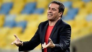 Pela oitava rodada do Campeonato Paulista, o Palmeirasempatou o clássico com o Santosem 0 a 0. Os dois times fizeram um bom jogo, mas pecaram nas...
