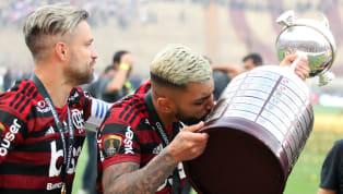 Uma das grandes superstições que existem no futebol mundial é que tocar a troféu que esta em jogo antes da bola rolar traz azar. Pois bem, aqui nós listamos...
