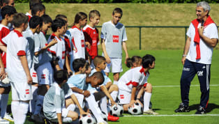 Futbolcu yetiştirme, oynatma ve Avrupa'ya pazarlama konusunda kıtanın oldukça gerisindeyiz. Şöyle ki Ajax, altyapısından yetiştirdiği bir oyuncuyu gözü kapalı...