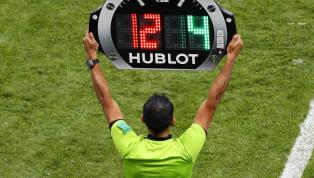 Com o passar dos anos, o futebol foi mudando e exigindo a criação/flexibilização de regras que se adequassem às necessidades do esporte e de seus praticantes...