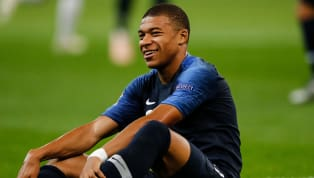 El fútbol no tiene edad y, aunque lo lógico es que el pleno desarrollo de un jugador sea a partir de los 26 - 27 años, hay unos pocos privilegiados que sin...