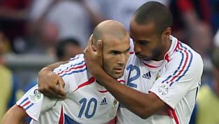 Al ser el fútbol un deporte de equipo, es imprescindible asociarse con tus compañeros. A lo largo de la historia ha habido muchísimas parejas de futbolistas...