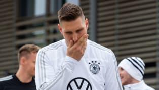 Bis zur EM 2020 dauert es zwar noch einige Monate, doch schon jetzt droht manchen Stars aus den Nationalmannschaft das Aus. 90min zeigt, welche Spieler so...