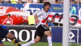 GonzaloHiguaínes uno de los mejores delanteros argentinos en el mundo. Lleva una gran carrera en Europa, jugó en grandes equipos y tuvo mucha...