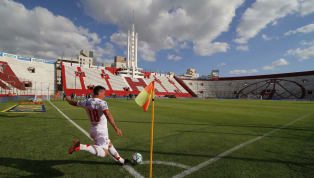 Mientras el fútbol está suspendido en casi todos los países del mundo, en laArgentinacontinua jugándose a puertas cerradas. Los jugadores vienen...