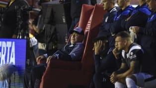 En cada partido que Gimnasia y Esgrima de La Plata debe afrontar, los diferentes elencos rivales se rinden ante los pies de Diego Maradona. No está mal...