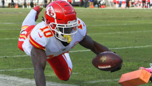 Tyreek Hill Heads to Locker Room With Heel Injury