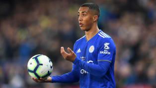 Baru setengah musim bermain di Premier League bersama Leicester City, Youri Tielemans langsung menarik atensi klub-klub top Premier League. Gelandang Belgia...