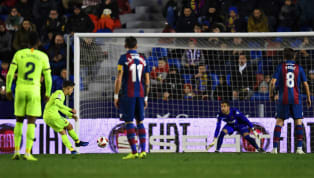 El FC Barcelona lanzó dos penaltis el día sábado. Uno lo marcó Messi y el otro, que lanzó también el argentino, lo falló. El analista de los Deportes COPE,...