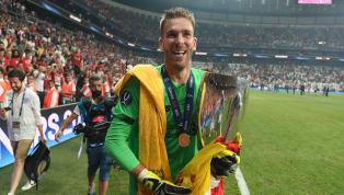 Un hecho insólito de vivió en la celebración del Liverpool tras ganar laSupercopa de Europaluego que un hincha lesionara al guardameta Adrián San...