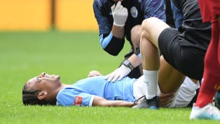 Diese Verletzung erschütterte ganz Fußballdeutschland.Stürmerstar Leroy Sané fällt monatelang aus- und durchkreuzt damit die Transferplanungen desFC...