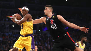 Ivica Zubac comenzó la temporada conLos Angeles Lakersy a mitad de temporada fue enviado aLos Angeles Clippersa cambio de Mike Muscala. Por eso, es voz...