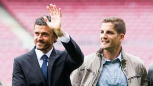 La distancia entre el seleccionador español y su ex sustituto se habría ocasionado porqueel segundo rechazó ir con él a laPremier League, que alineó a...