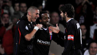 Alors qu'il ont fait les belles heuresde l'Olympique lyonnais pendant quatre saisons, Juninho commence à envisager un retour deKarim Benzema à la maison. 15...