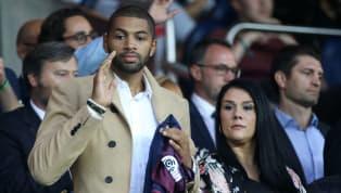 Le quatrième maillot du Paris Saint-Germain qui arbore une tunique noire accompagnée d'une bande centrale bleu-blanc-rouge sera logiquement présenté en...