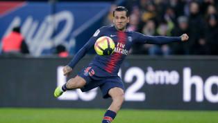 Alors que Dani Alves n'a participé qu'à une dizaine de rencontres cette saison, faute à de multiples blessures, le défenseur du PSG pourrait occuper son temps...