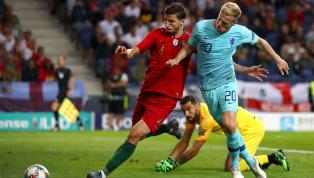 Le trio historique Kroos (29 ans) - Modric (33 ans) - Casemiro (27 ans) a besoin de renfort sur ce mercato pour tenir la longueur d'une saison et le...