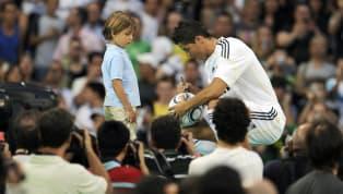Real Madrid mendatangkan Cristiano Ronaldo dari Manchester United pada bursa transfer musim panas 2009. Cristiano Ronaldo berlabuh ke Santiago Bernabeu...