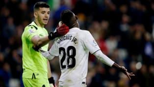ElReal Madridcosechó una derrota en el Santiago Bernabéu ante la Real Sociedad en un partido en el que hubo de todo, incluida mucha polémica por varias...
