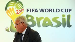 O futebol é um mundo à parte. E um mundo bastante controverso, recheado de polêmicas e, claro, de escândalos que marcam a sua história. De torcedor para...