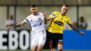 En el partido final de laCopa Alberto Spenceren el que Liga de Quito y Barcelona empataron a 1 gol se evidenció los gestos obscenos de Damián Díaz a los...