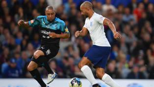 Roberto Carlos n'a rien perdu de son génie lors d'un match des légendes organisé en soutien de l'UNICEF ce dimanche à Stamford Bridge. Du spectacle, des...