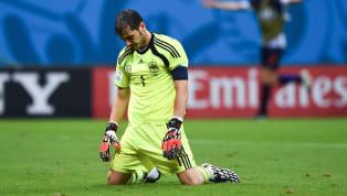 2 thập kỷ gắn bó với bóng đá đỉnh cao của Iker Casillas đã chính thức khép lại sau lời tuyên bố giã từ sân cỏ. Đây là đoạn kết buồn cho huyền thoại của Real...