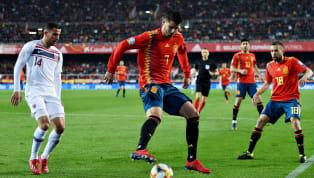 España volvió a toparse ayer con un muro que evitó la goleada ante Noruega. Una barrera construida por el guardameta rival, el entramado defensivo noruego y...