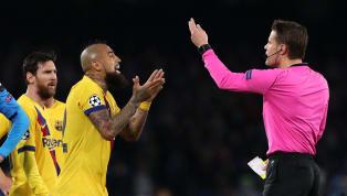Se equivocó, y mucho, Arturo Vidal con su expulsión en la noche de ayer. En apenas una jugada el chileno vio dos amarillas, fue expulsado y puso en un serio...