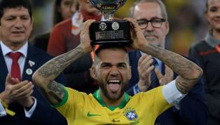 Dani Alves est définitivement rentré dans l'histoire en remportant la Copa America aux dépens du Pérou. L'ancien Parisien a remporté son 40ème titre, ce qui...