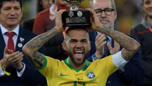 Es uno de los mejores laterales de la historia del fútbol mundial y el jugador que más títulos consiguió. Sin embargo, Dani Alves tuvo que apelas a las redes...