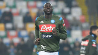 Avec le probable départ de Thiago Silva, le Paris Saint-Germain s'est mis en quête d'un nouveau défenseur central. Kalidou Koulibaly semble avoir le profil...