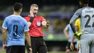 O que é um árbitro? É oresponsável pelo cumprimento das regras do futebol. O Futbol, Football, Soccer e até Calcio é um esporte amado de forma universal,...