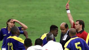 En el mundo del fútbol, las acciones irreglamentarias son sancionadas habitualmente con tarjeta. Para las más suaves se utiliza la tarjeta amarilla y para las...