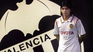 El futbolista uruguayo juega como delantero y sus comienzos empezaron en el Palermo siendo un jugador importante y dejando gran huella en el equipo. Una...