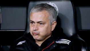 Dân mạng như mở hội khi hay tin Mourinho bất ngờ bị MU sa thải