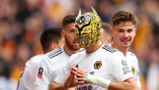 sớm Loạt trận cuối tuần trôi qua với hàng loạt những bất ngờ, từ cuộc lội ngược dòng của Watford trước Wolves hay Borussia Dortmund bị Bayern Munich lật ngôi...