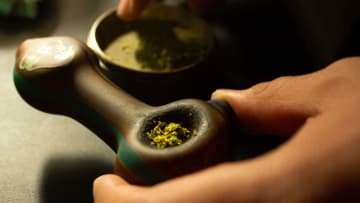 Ready to smoke a bowl? Are you packing it right?