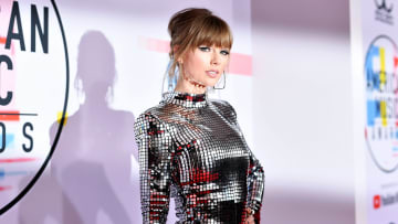 Taylor Swift at the 2018 American Music Awards - Red Carpet