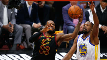 La potencia física de LeBron y Durant le daría argumentos para brillar en la era de Jordan